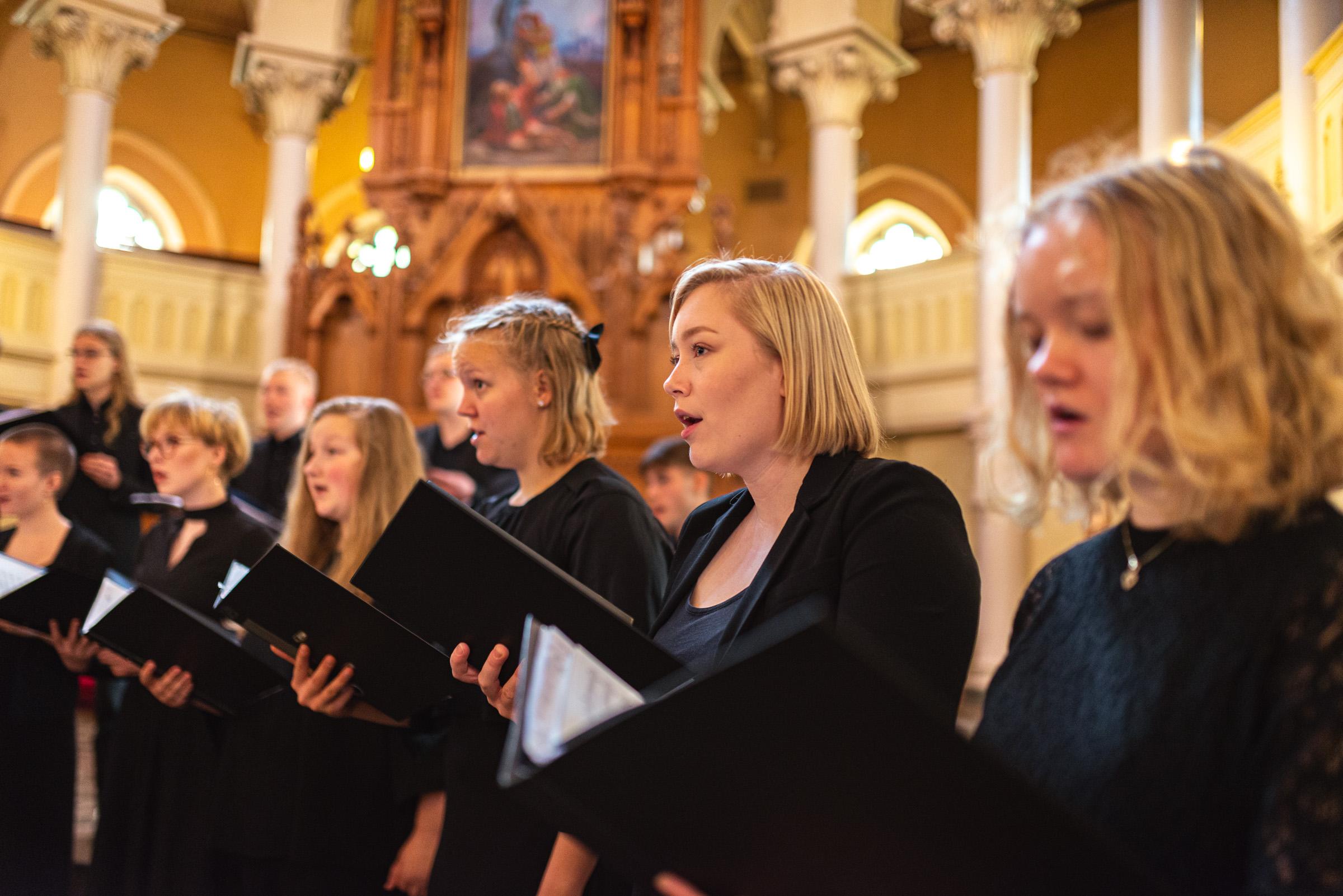 Finlands Ungdomskör söker sångare till alla stämmor